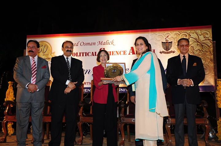 Ms. Nasreen Aftab receiving souvenir from the Chief Guest