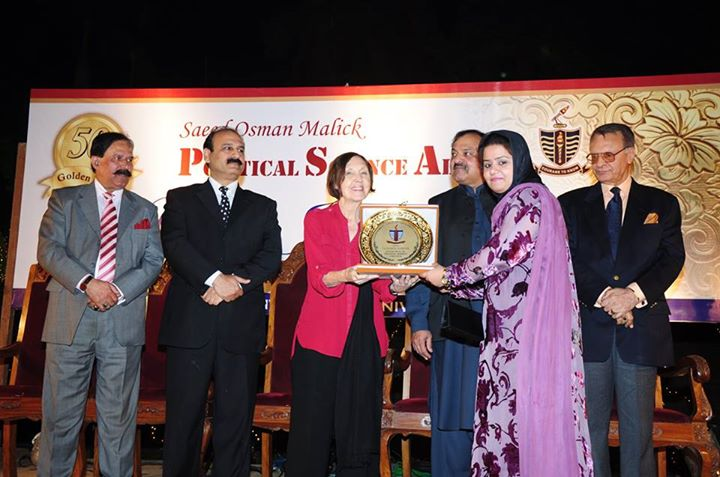Ms. Sadia Rafique receiving souvenir from the Chief Guest