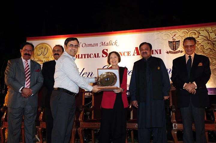 Mr. Rizwan Sherwani receiving souvenir from the Chief Guest