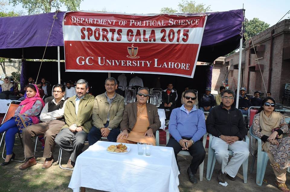 Vice Chancellor and Faculty watching cricket match