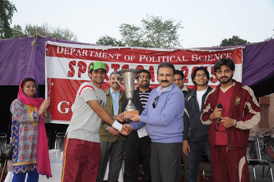 Samar Iqbal receiving Tournament trophy from the Chairperson