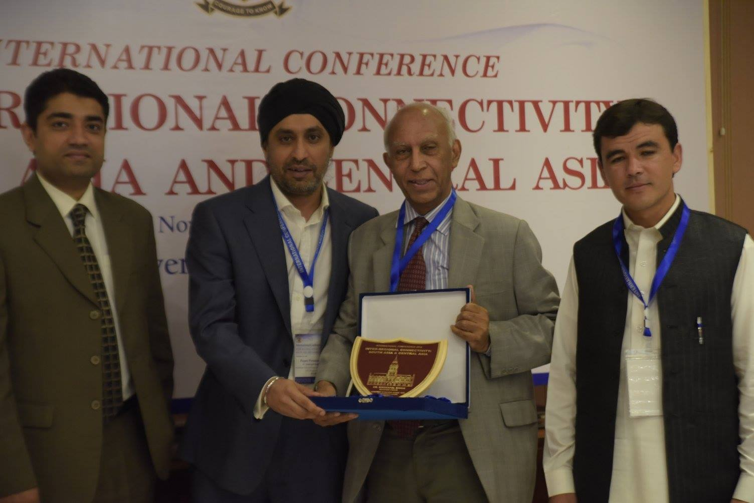Dr. Ishtiaq Ahmed presenting souvenir to Dr. Sinderpal Singh (Session Chair)
