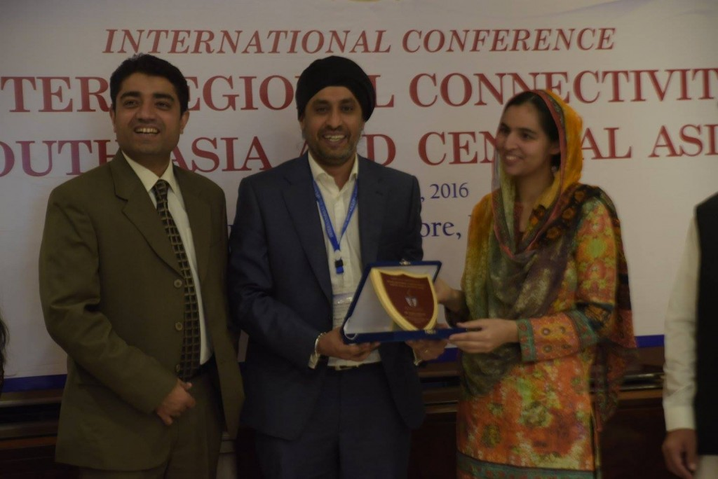 Maria Qadoos receiving souvenir from Dr. Sinderpal Singh (National University of Singapore NUS)